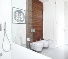 Minimalistyczna aranżacja małej łazienki