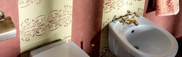 Aranżacja łazienki z reliefem. Przytulna łazienka