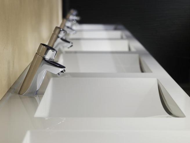 Nowoczesne wyposażenie toalet publicznych