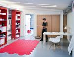 Drzwi przesuwne i systemy zabudowy wnetrz showroom marki Raumplus-13MCM
