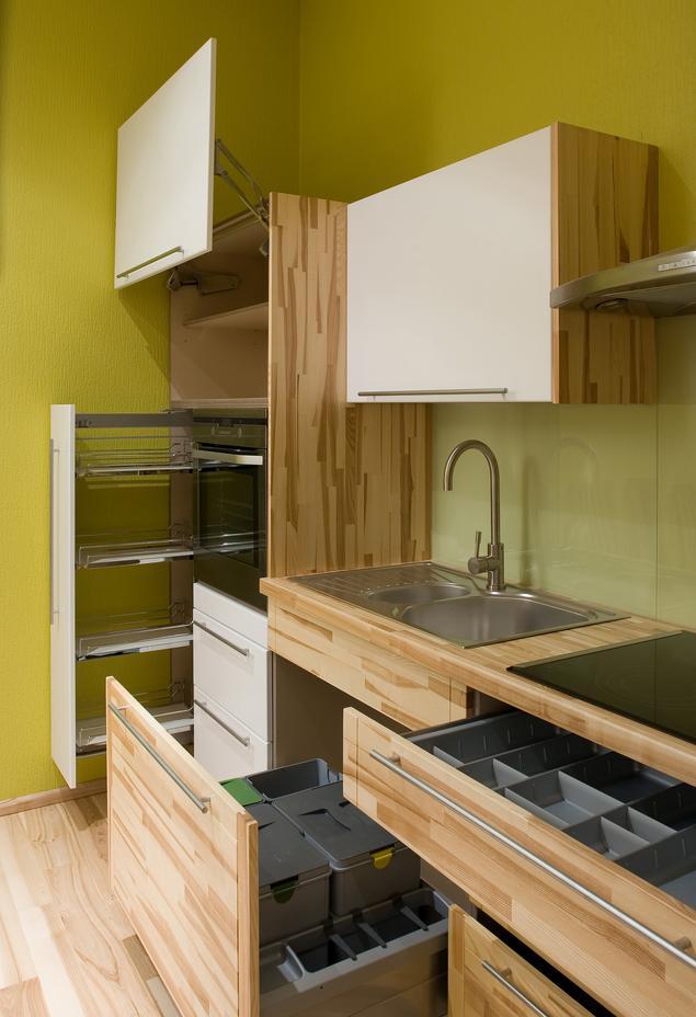 Carga i systemy szuflad w nowoczesnej kuchni