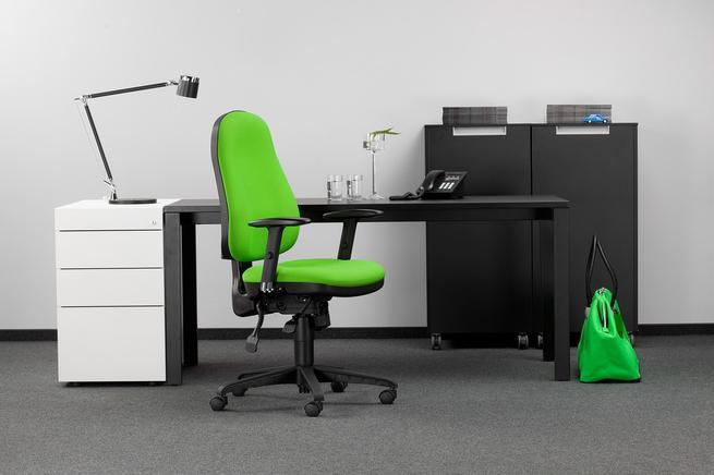 Biurowe krzesło – ładne czy wygodne?