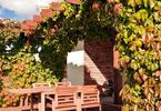 Meble tarasowe. Drewniane meble ogrodowe na tarasie